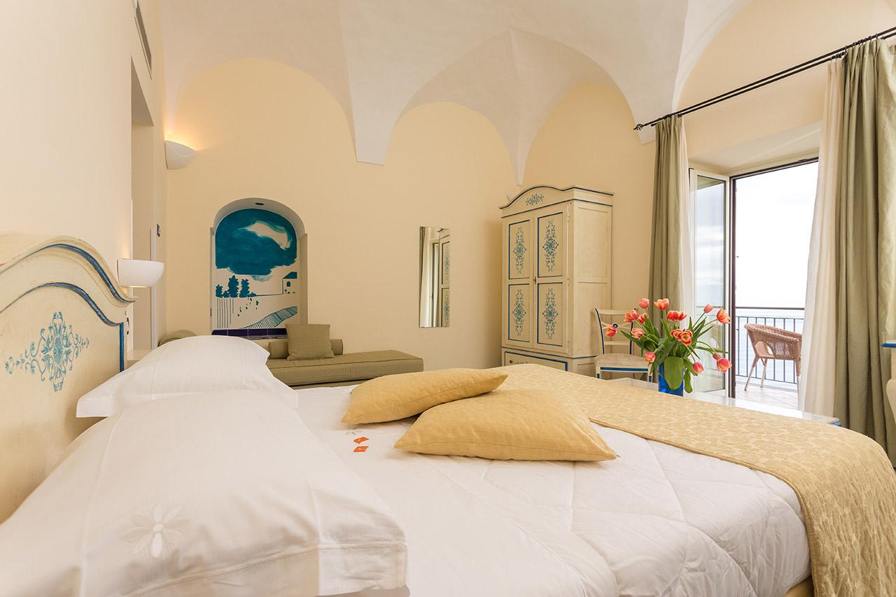 chambres d 39 h tel romantiques avec vue sur la mer praiano c te amalfitaine. Black Bedroom Furniture Sets. Home Design Ideas